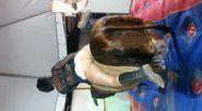 Novinha de saia de calcinha mostrando a buceta