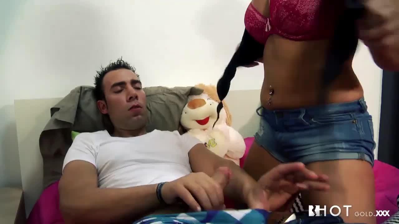 Sexo caseiro com namorada morena safada