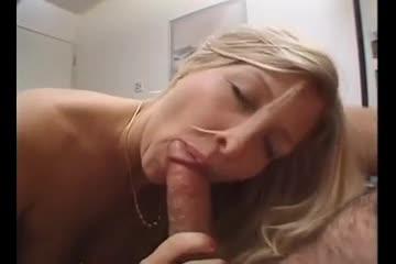 Gozada na boca da esposa loira depois do oral