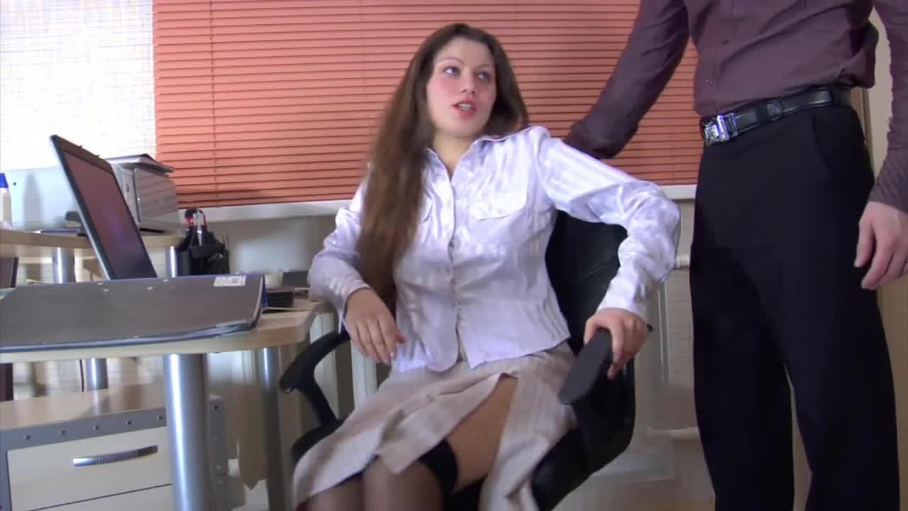 Gozada na boca da secretaria vadia