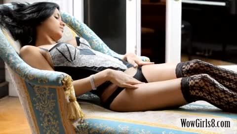 Moreninha incrivel tirando a roupa na webcam