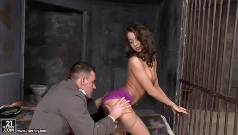 Sexo anal com a presa.